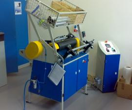 Poloautomatický stroj pro převíjení a řezání stretch fólie PPS